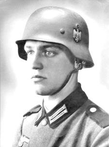 """Salah seorang tentara Yahudi NAZI,Warner Goldberg, yang bahkan menjadi alat propaganda jerman. Mau tau judulnya? """"tentara Jerman ideal"""""""